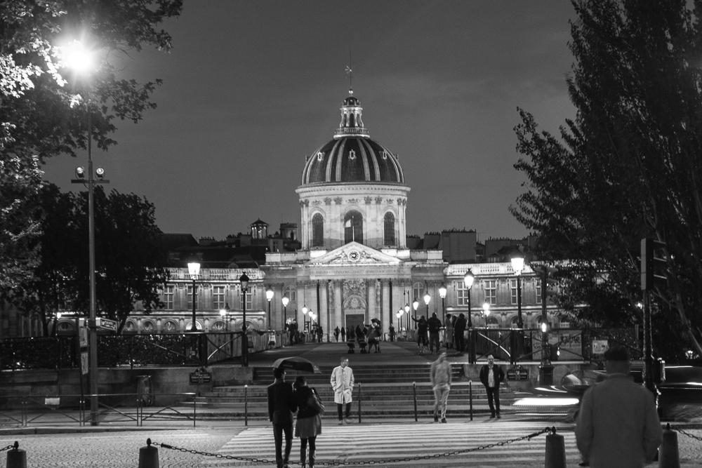 Paris o que fazer à noite