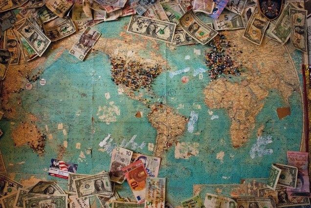 cartão ou dinheiro viagem internacional