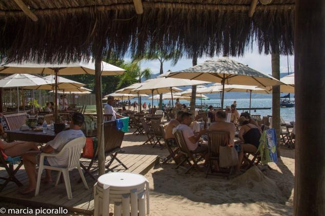 ilhabela-praias com estrutura
